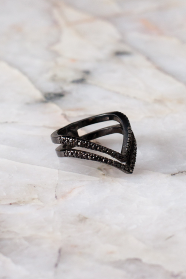 DELTA V SHAPE RING IN BLACK RHODIUM AND BLACK DIAMONDS